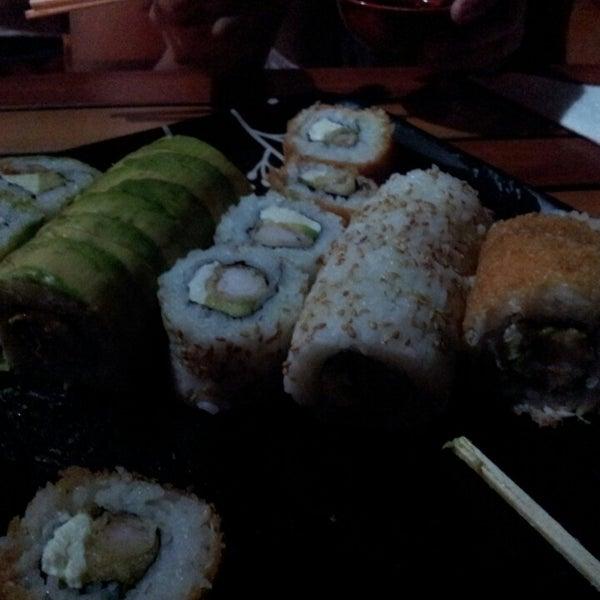3/16/2013 tarihinde Eddie B.ziyaretçi tarafından Nagai Sushi'de çekilen fotoğraf