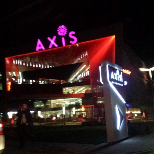 11/8/2013 tarihinde Kübra M.ziyaretçi tarafından Axis'de çekilen fotoğraf