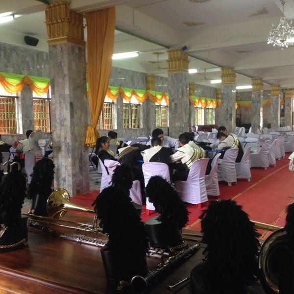Photo taken at วัดหิรัญรูจีวรวิหาร (วัดน้อย) Wat Hiran Ruchi Worawihan (Wat Noi) by Jalane N. on 10/26/2014