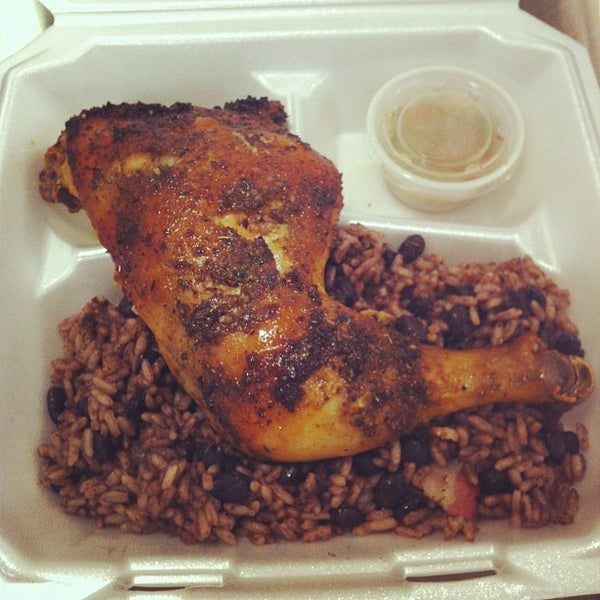 Foto tomada en Latin Square Cuisine por Jimmy B. el 10/3/2012