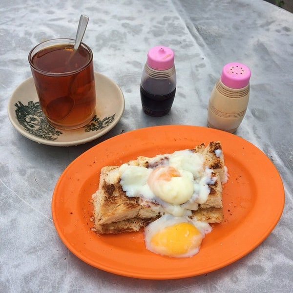 Photo taken at Roti Canai Transfer Rd. by Nevespugly on 1/30/2015