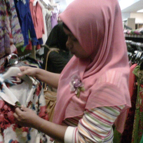 Photo taken at Outlet Biru by Imam M. on 4/13/2013