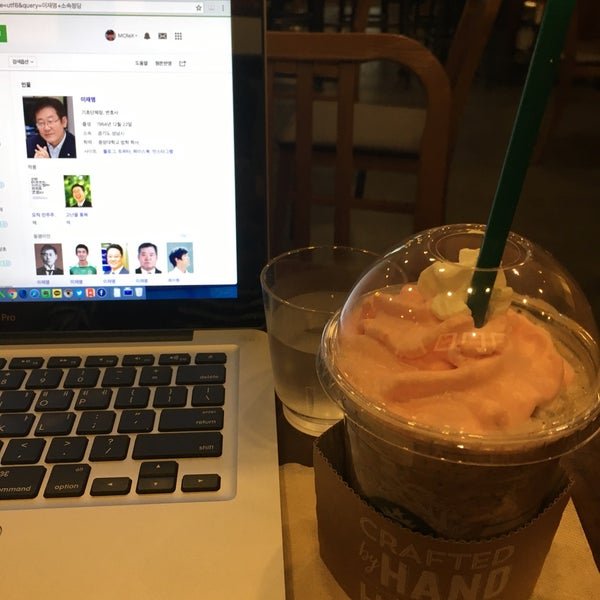 Photo taken at Starbucks by Jaehwa C. on 11/23/2016