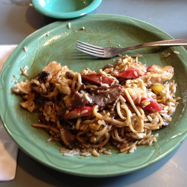 Photo taken at HuHot Mongolian Grill by Johnny V. on 6/8/2013