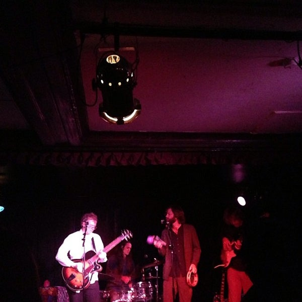 Photo prise au Cafe Du Nord par Joel B. le12/16/2012
