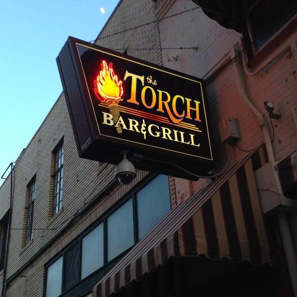 5/20/2013 tarihinde Shawn S.ziyaretçi tarafından The Torch Bar and Grill'de çekilen fotoğraf