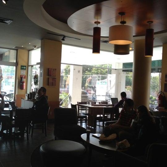 Photo taken at Starbucks by Alele V. on 11/20/2012