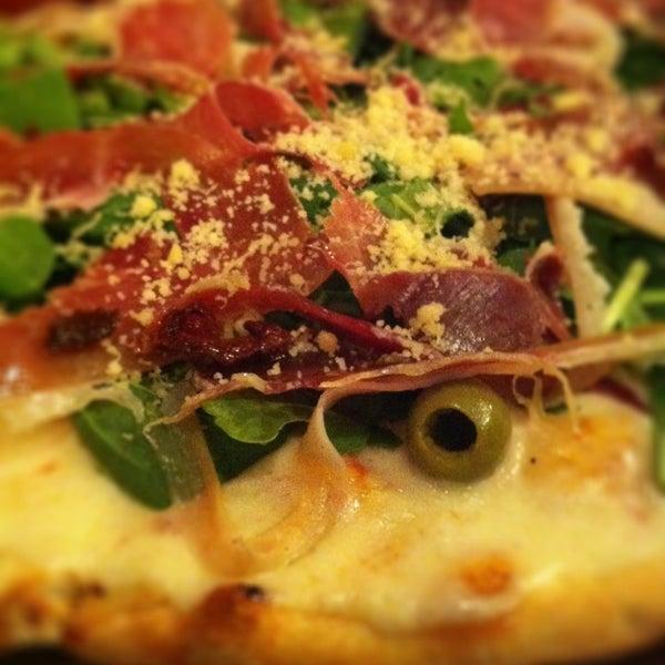 Foto tomada en Central de Pizzas por Miss Roxy M. el 1/13/2013
