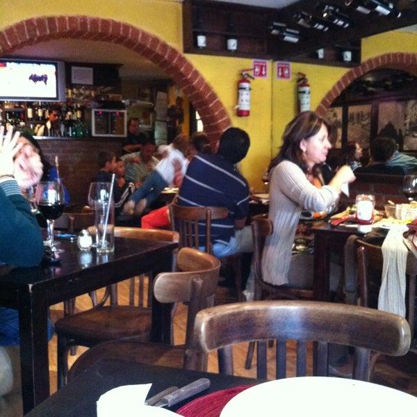 Foto tomada en Escarapela, Bodegón Argentino por Miss Roxy M. el 12/31/2012