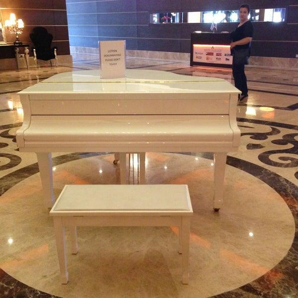 5/24/2013 tarihinde Yildiz Didem K.ziyaretçi tarafından Cratos Premium Hotel & Casino'de çekilen fotoğraf