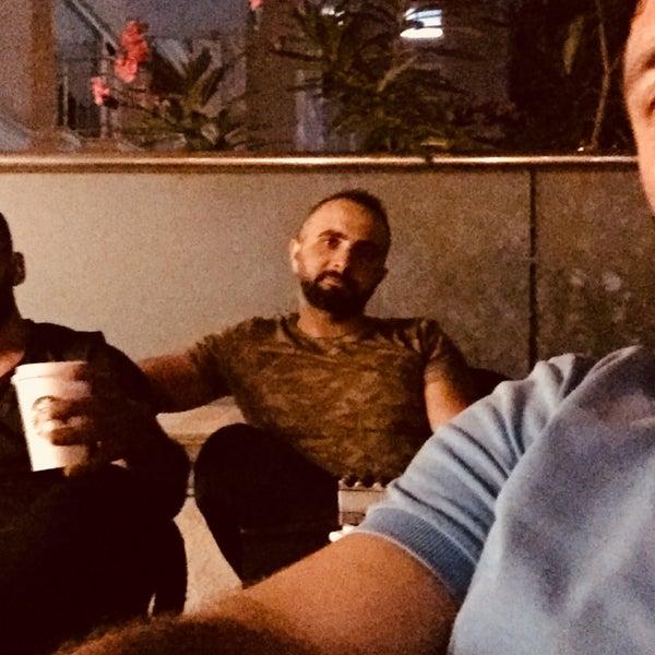 Снимок сделан в Starbucks пользователем Gökhan A. 8/17/2018