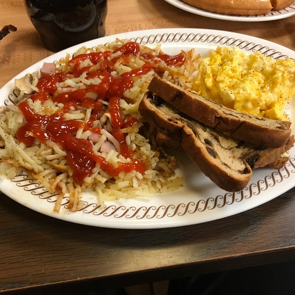 Photo taken at Waffle House by Antwaune D. on 4/7/2017