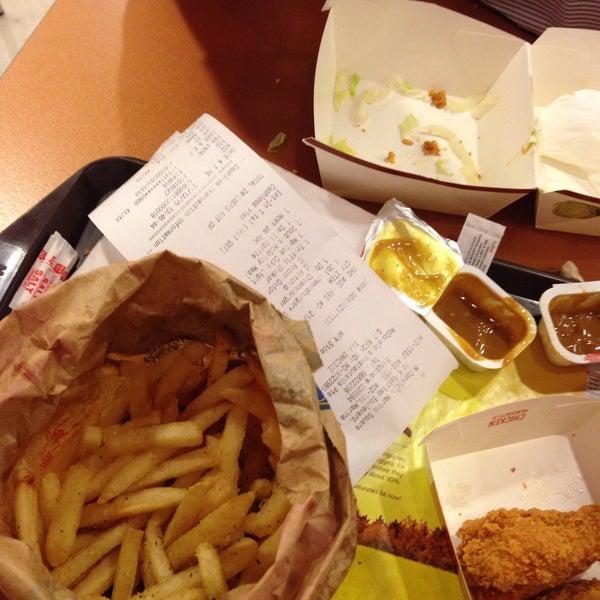 Photo taken at McDonald's / McCafé by Claire L. on 12/21/2015