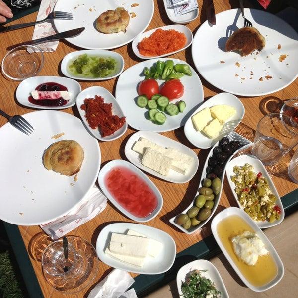 3/17/2013 tarihinde Serhat E.ziyaretçi tarafından Çamaltı Restaurant'de çekilen fotoğraf