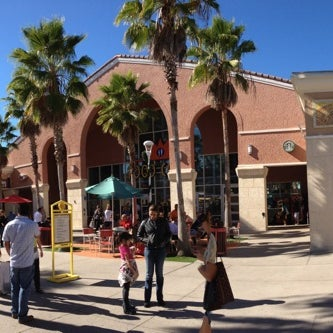 Photo taken at Orlando Vineland Premium Outlets by John A. on 11/25/2012