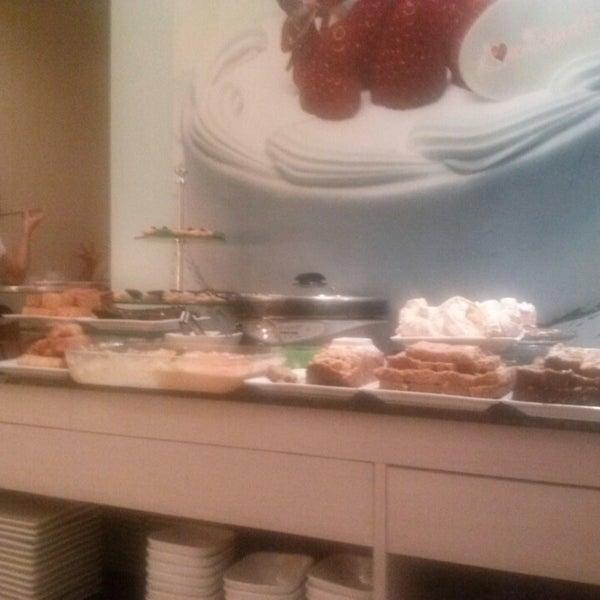 5/5/2013 tarihinde cholo r.ziyaretçi tarafından Love Desserts'de çekilen fotoğraf