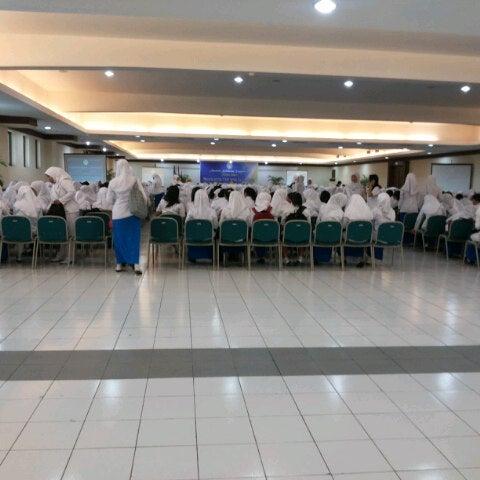 Das Foto wurde bei Jogja Expo Center (JEC) von Husniyati S. am 6/26/2014 aufgenommen