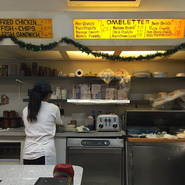 Photo taken at Alpha Donuts by Aysegul A. on 12/21/2014