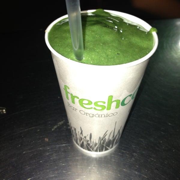 Photo taken at Freshco Bar Orgánico by Diego R. on 5/2/2013