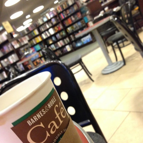Photo taken at Barnes & Noble by Ivan R. on 5/23/2013
