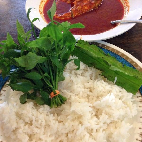Photo taken at Restoran Mimpi Muor by Aiman M. on 6/4/2014