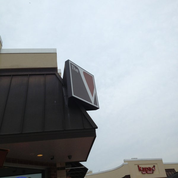 Снимок сделан в The V - Virginia's Eatery and Brew House пользователем Jim W. 7/11/2013