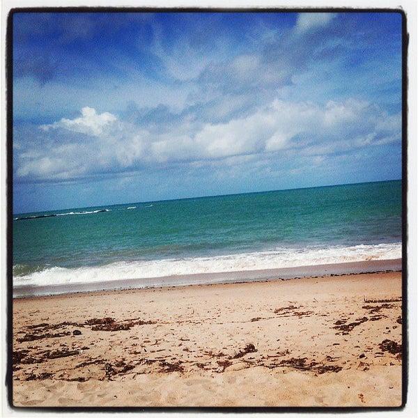 รูปภาพถ่ายที่ Praia de Guaxuma โดย Tato A. เมื่อ 6/23/2013