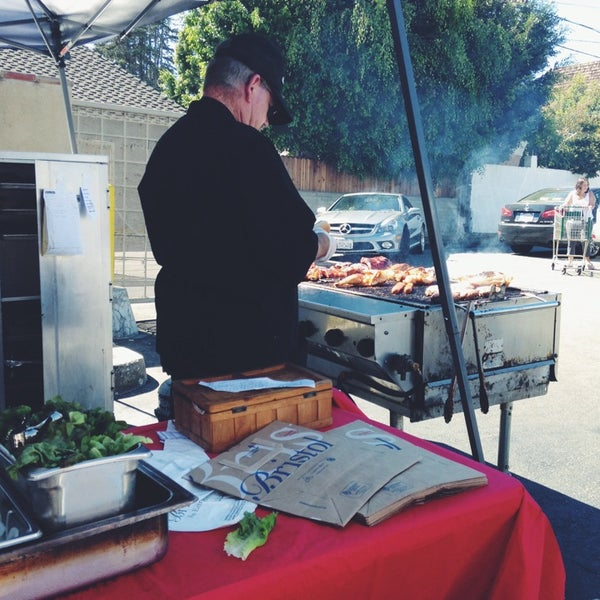 Try the BBQ during weekends. It's pretty good and cheap, too!