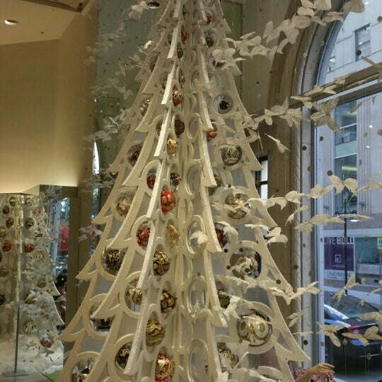 Photo taken at Neiman Marcus by Jaecelyn M. on 12/24/2015