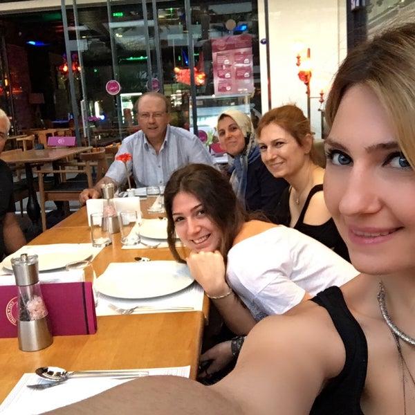6/6/2016 tarihinde Sinan Selay C.ziyaretçi tarafından Ugi's Cafe & Bistro'de çekilen fotoğraf