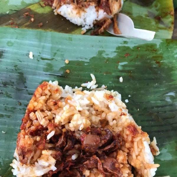 Photo taken at Sri Weld Food Court by Yoyo B. on 3/14/2018