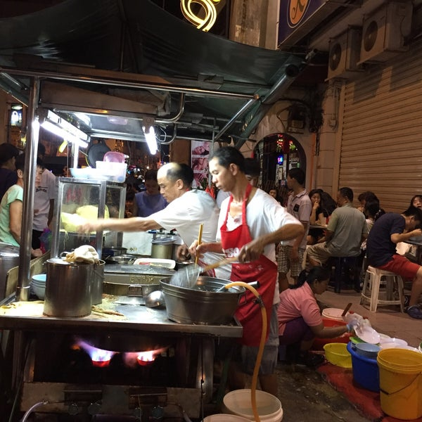 Photo taken at Chulia St. Night Hawker Stalls by Eva O. on 6/25/2017
