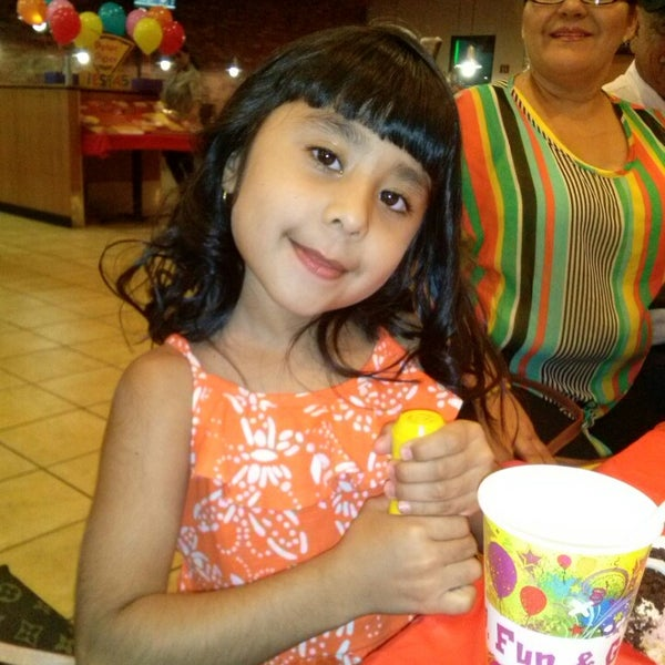 Photo taken at Peter Piper Pizza by Chapis Y. on 5/18/2014