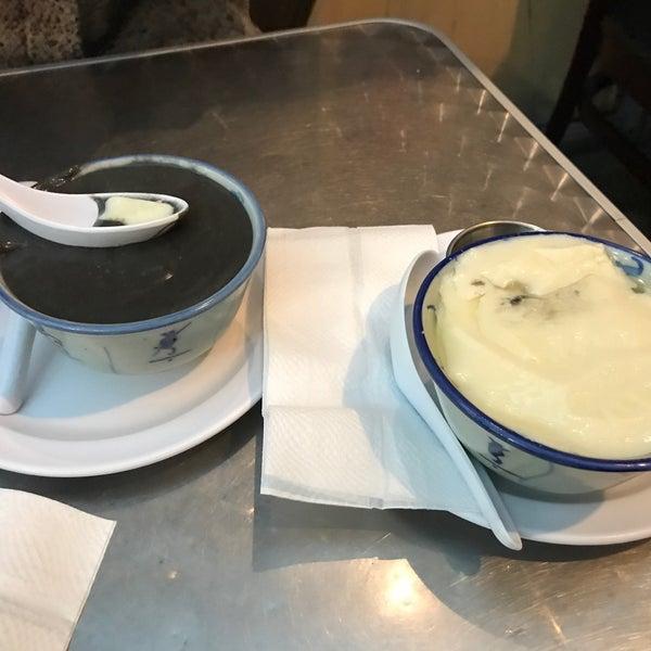 Foto tirada no(a) Dessert Republic por Hua W. em 1/6/2018