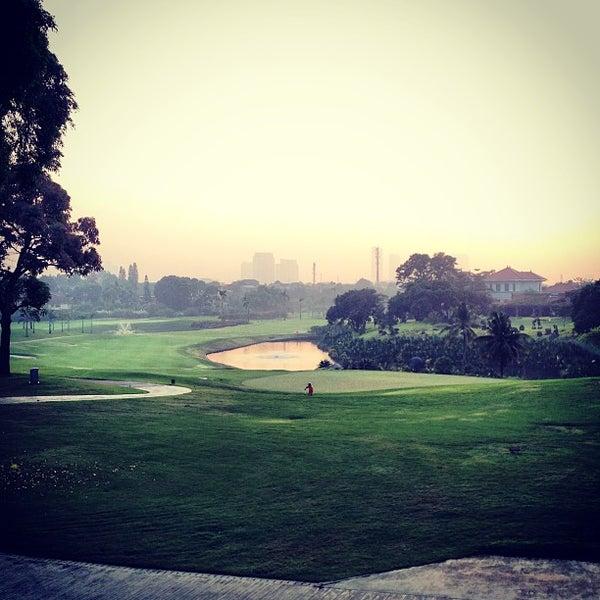 8/27/2013 tarihinde Artid J.ziyaretçi tarafından Pondok Indah Golf & Country Club'de çekilen fotoğraf