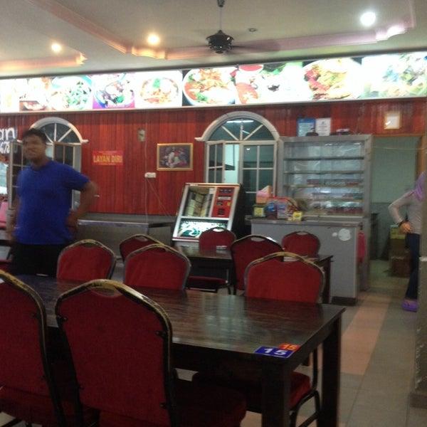 Photo taken at Restoran D'Warisan by Akim Z. on 11/1/2013