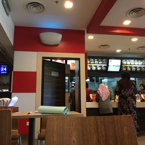 Photo taken at McDonald's by Ayen A. on 3/8/2016