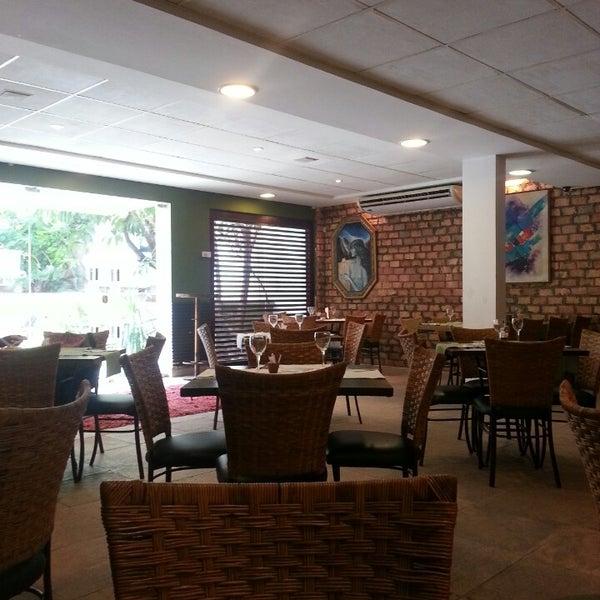 Foto tirada no(a) Limone Restaurante e Café por Lígia L. em 5/29/2014
