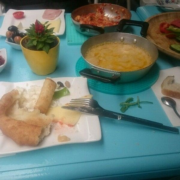 5/1/2017 tarihinde Melek Ç.ziyaretçi tarafından Otlangaç Kahvaltı & Kafe'de çekilen fotoğraf