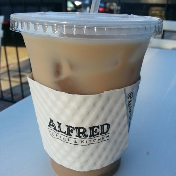 Photo prise au Alfred Coffee & Kitchen par Melissa C. le8/25/2013