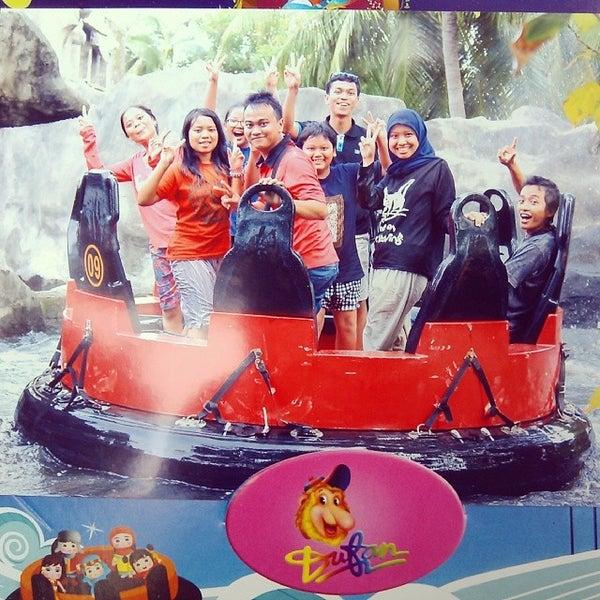 Foto scattata a Wahana Arung Jeram (River Raft Ride) da Laily H. il 1/14/2014
