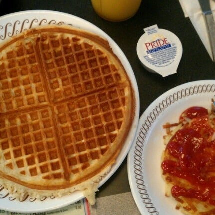 Photo taken at Waffle House by aj d. on 10/18/2012
