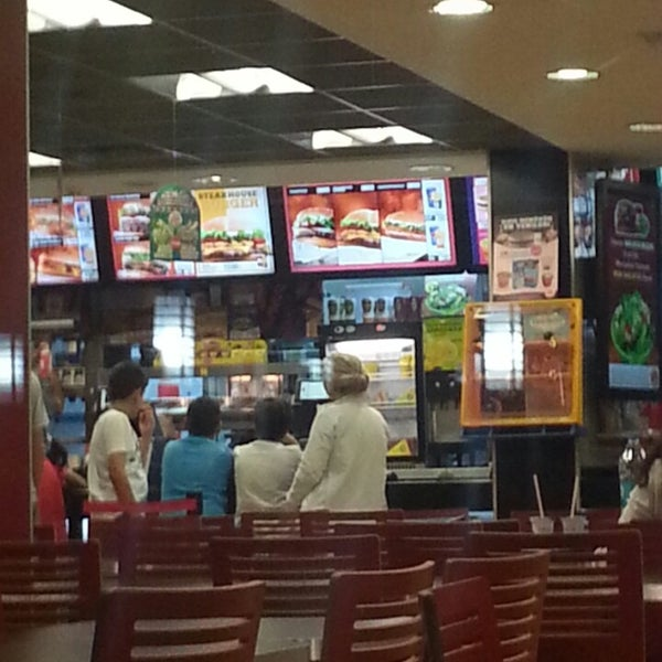 Photo taken at Burger King by Ismail E. on 6/9/2013