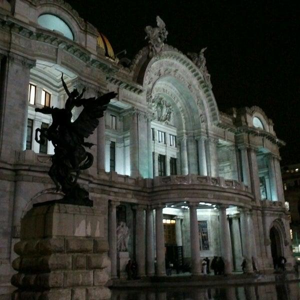 Foto tomada en Palacio de Bellas Artes por Fernando Q. el 7/18/2013