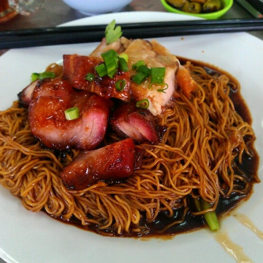 Photo taken at Restoran Chan Meng Kee (陈明记面家) by Stefan V. on 11/3/2012
