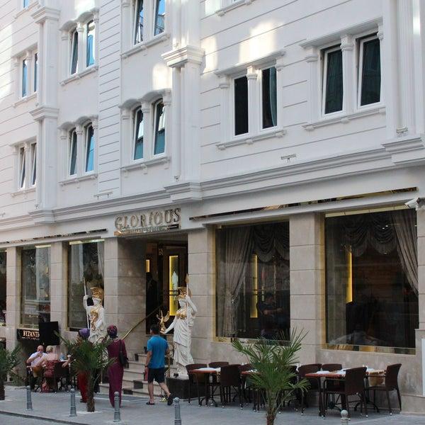 2/23/2015 tarihinde Glorious Hotel İstanbulziyaretçi tarafından Glorious Hotel İstanbul'de çekilen fotoğraf