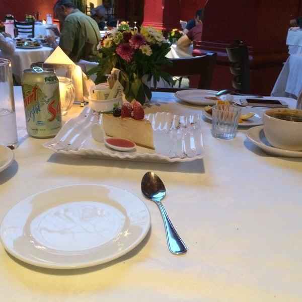 Foto tomada en Catedral Restaurante & Bar por Ivonne G. el 5/8/2015