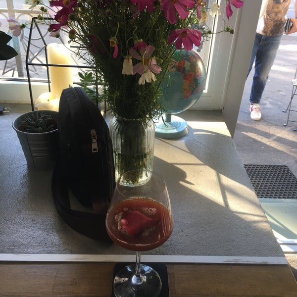 Снимок сделан в First Point Espresso Bar пользователем Kateryna Z. 7/31/2017