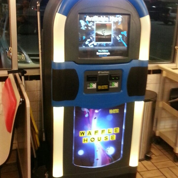 Photo taken at Waffle House by Mercedes S. on 5/27/2013