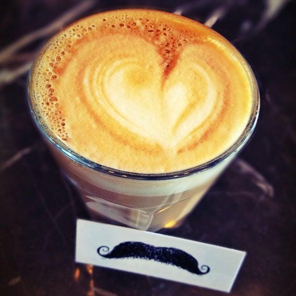 Photo prise au Alfred Coffee & Kitchen par Jenn W. le5/16/2013